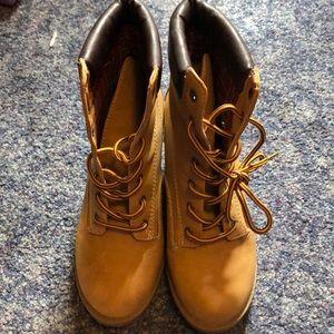 Wedge heel work boot